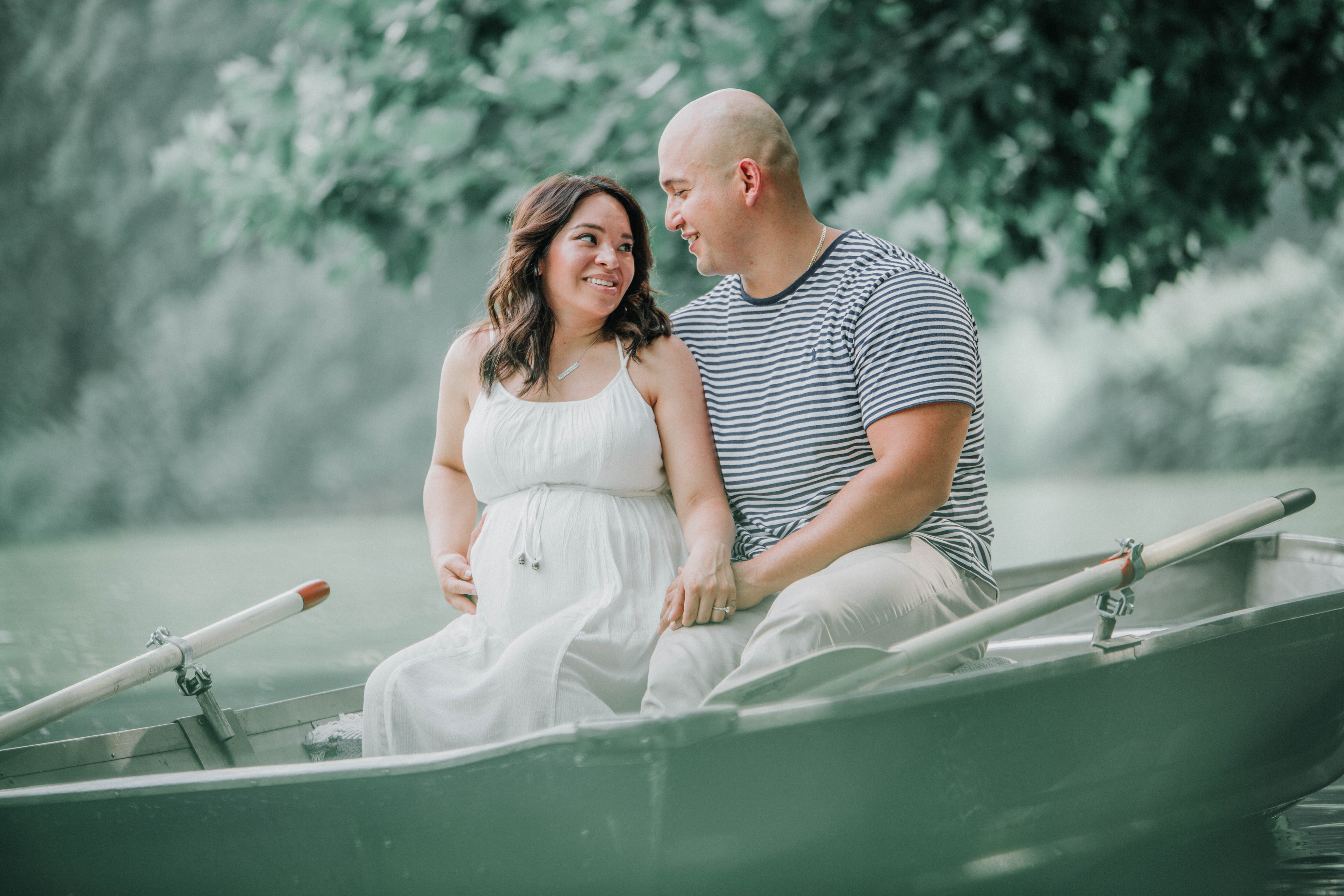 summer Central Park Rowboat Maternity Shoot
