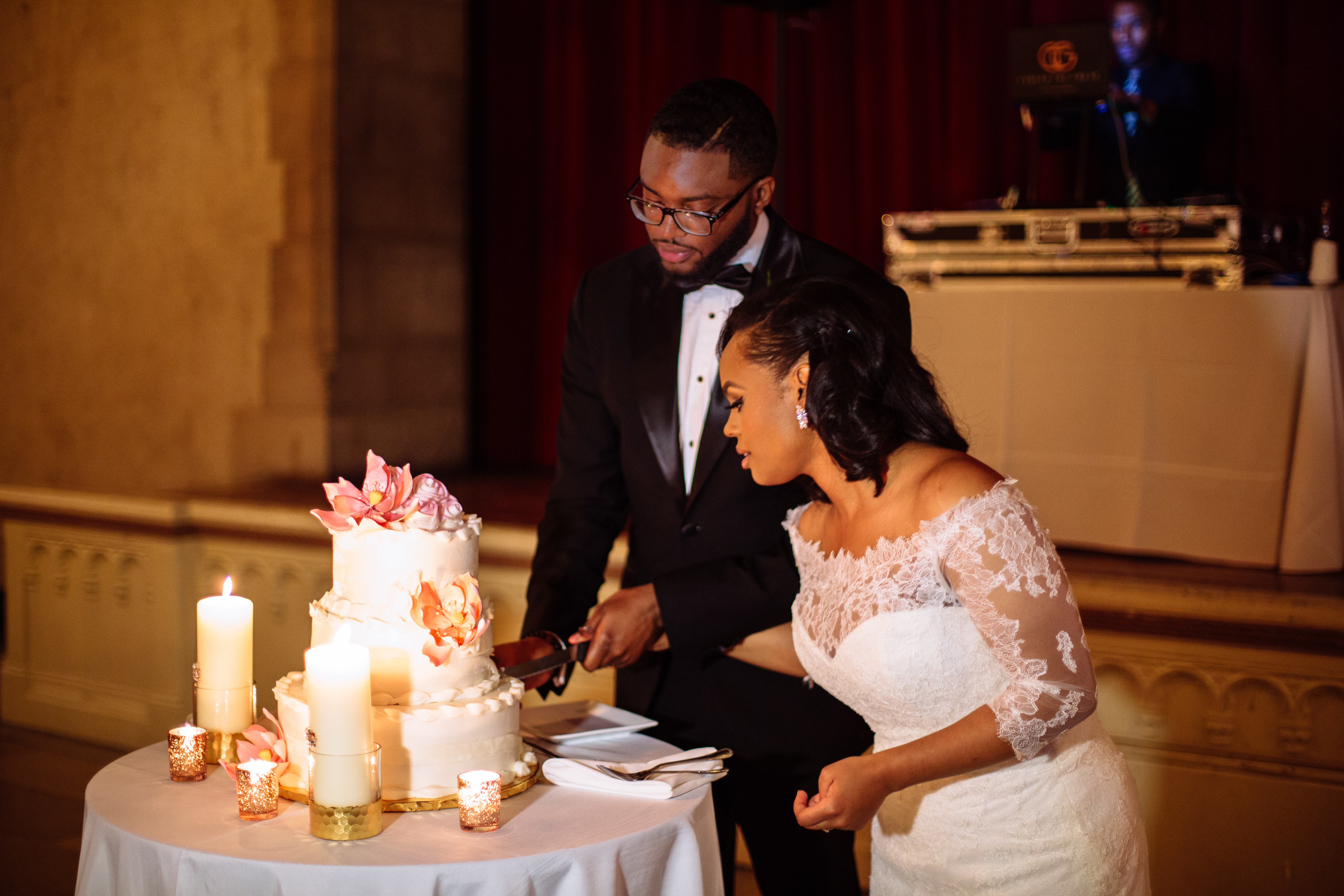 chic black couple cake cutting